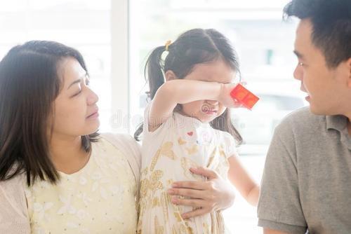 当孩子哭泣时,潍坊月嫂建议家长应对的方法